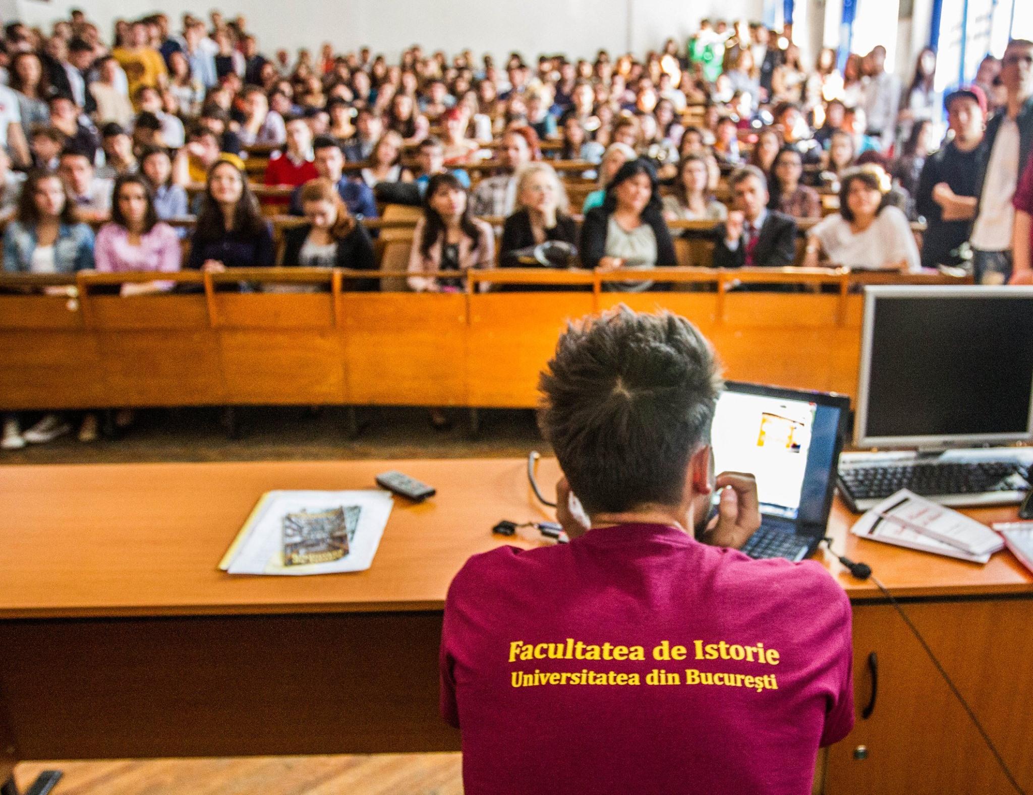 Admitere 2019 - Studiază istoria în inima Bucureștiului!